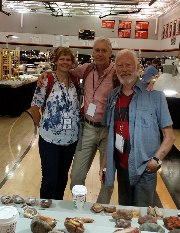 Jens and Stephanie Goetze visiting my booth thethundereggstore thunderegg theagatestore